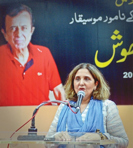Singer Azra Riaz speaks at the event.—White Star