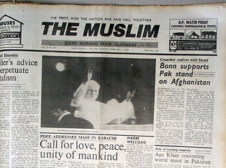 The Pope arrives in Pakistan (1981).