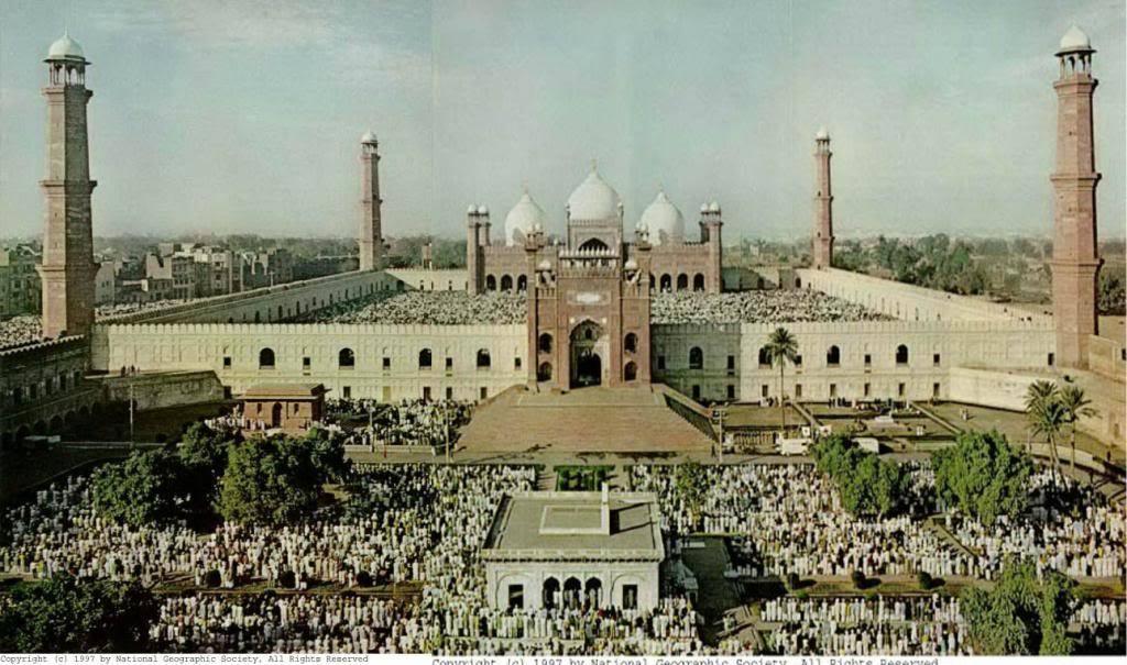 Eid prayers at Lahore's historic Badshahi Mosque (1967).