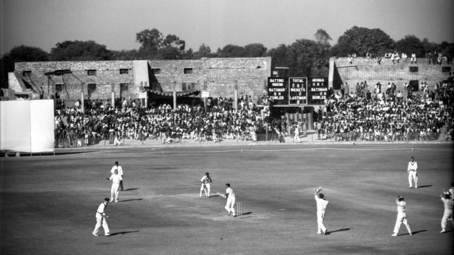 A Test match between Pakistan and Australia in Lahore (1959).