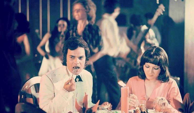 Pakistani TV star, Shakeel, having dinner at Karachi's Beach Luxury Hotel, 1972.