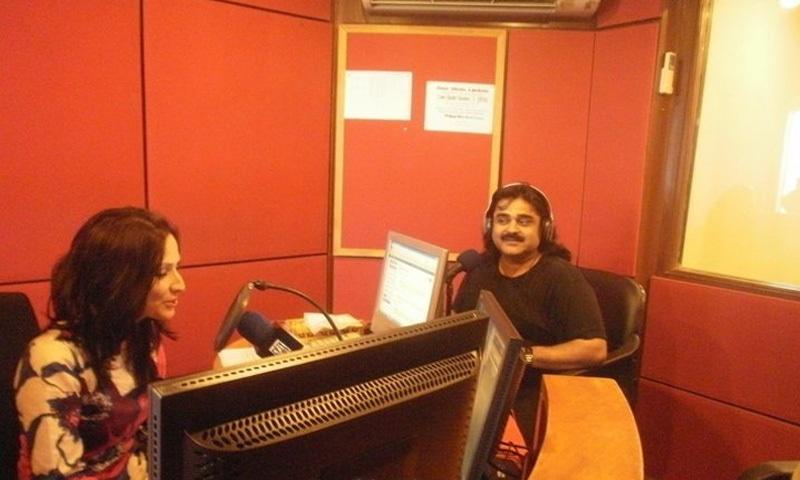 A RJ interviews folk singer Arif Lohar on one of the many FM radio stations that mushroomed in the 2000s.