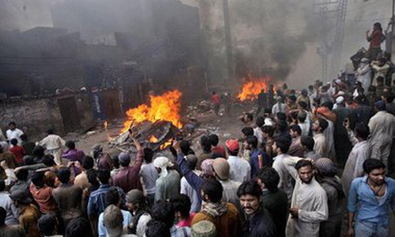 Sectarian violence engulfs Punjab (1998).