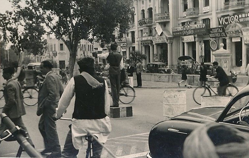 A busy shopping area in Peshawar (1954).