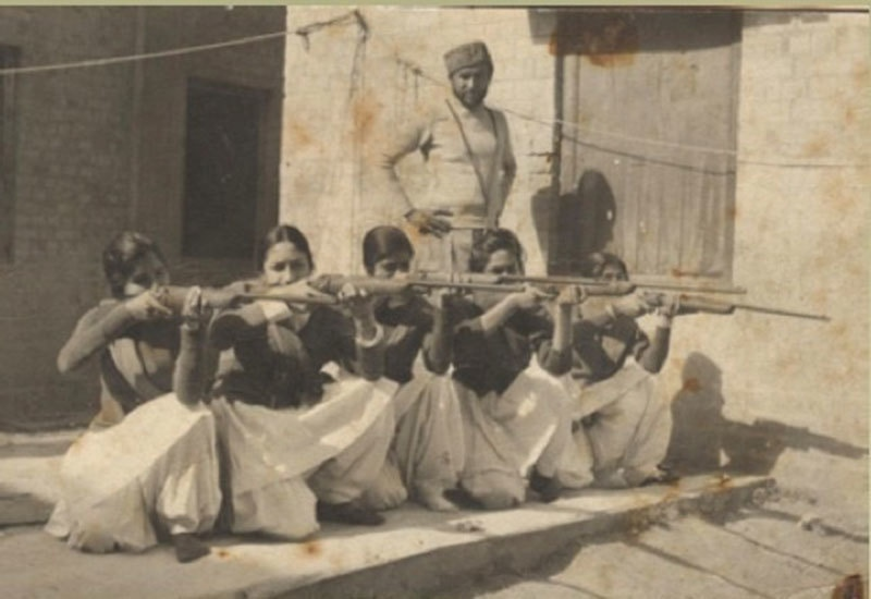 Girl students being trained how to shoot at a college in Lahore during the 1971 Pakistan-India war.