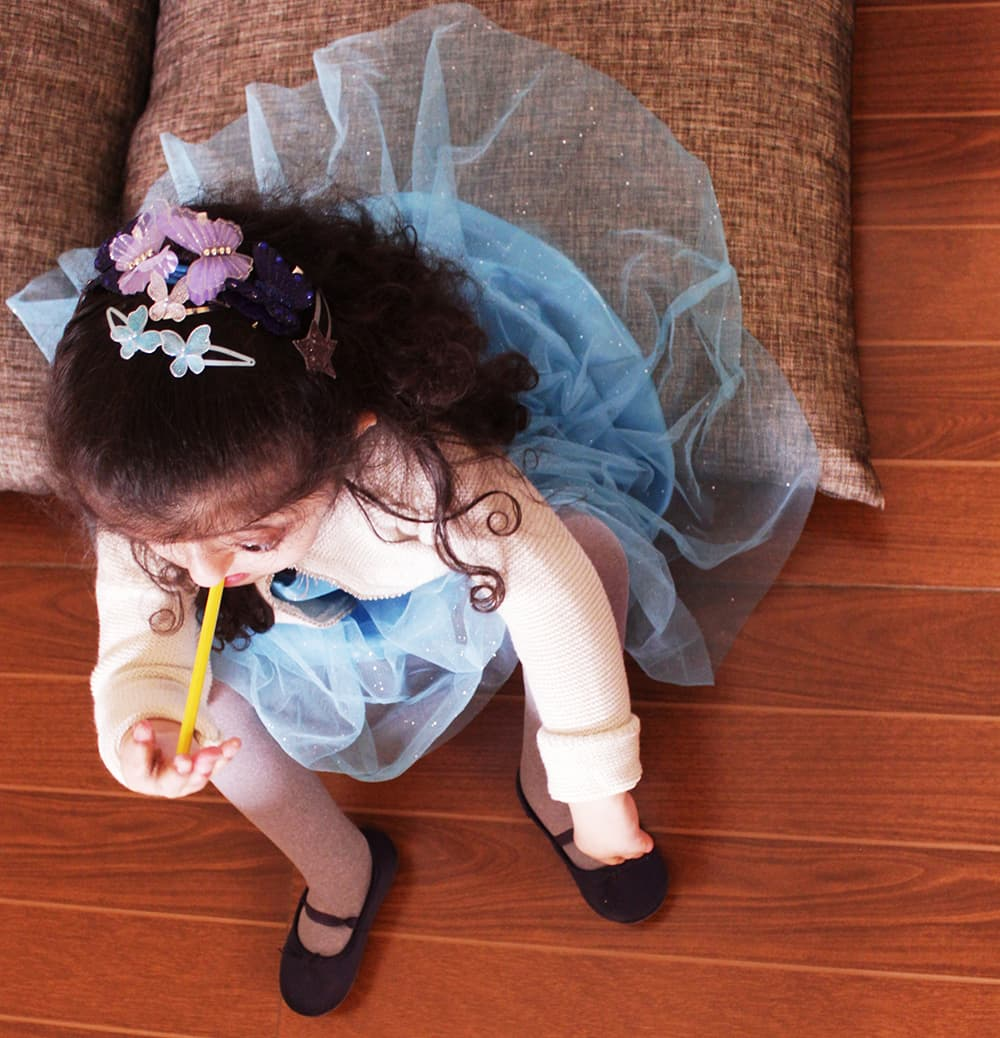 Aaliya's curly mane is crowned with matching blue clips – an ode to her favourite Elsa outfit