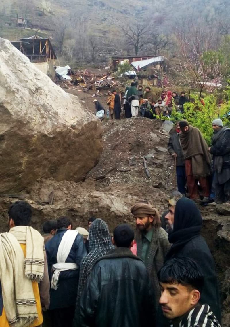 Residents attempt to rescue landslide victims.—Photo by writer