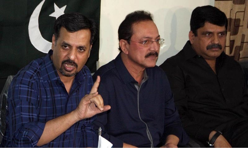 Mustafa Kamal, flanked by disgruntled leader of MQM and MNA Anees Advocate, seen during a press conference. ─Online