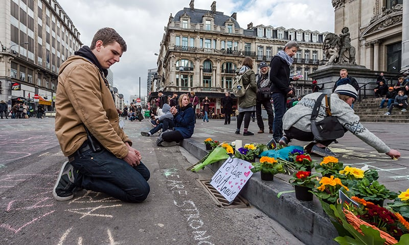 Belgians turn to Twitter to offer rooms, rides after Brussels attacks