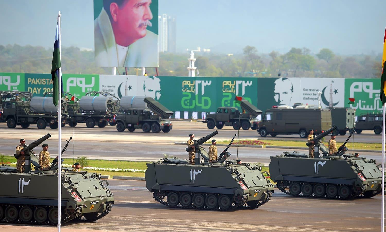 فوجی اہلکاروں نے یوم پاکستان کی پریڈ میں حصہ لیا — فوٹو/ اے ایف پی