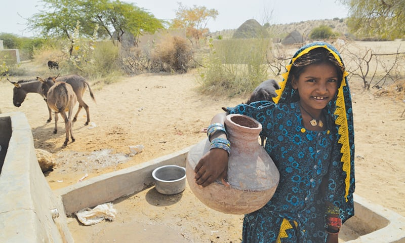 A girl in Bolri Bheel draws water from the well to carry home -Photos by Faisal Mujeeb / White Star