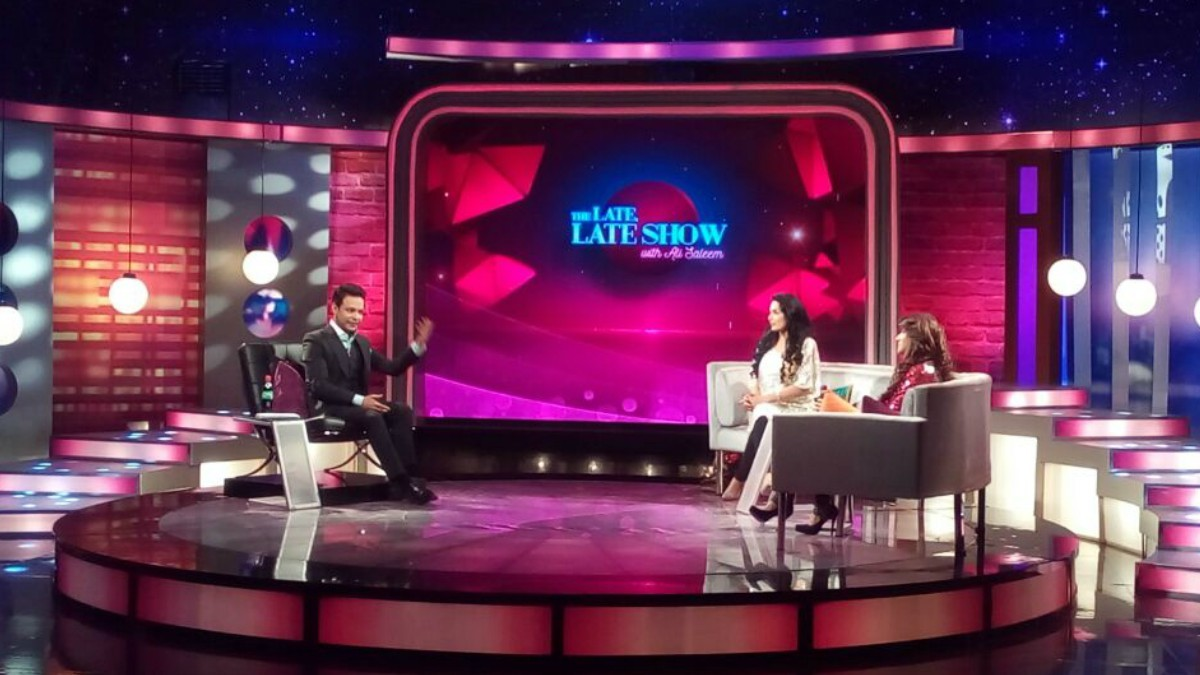 Yep, you guessed it: that's Meera Ji and Sana on the hot seat