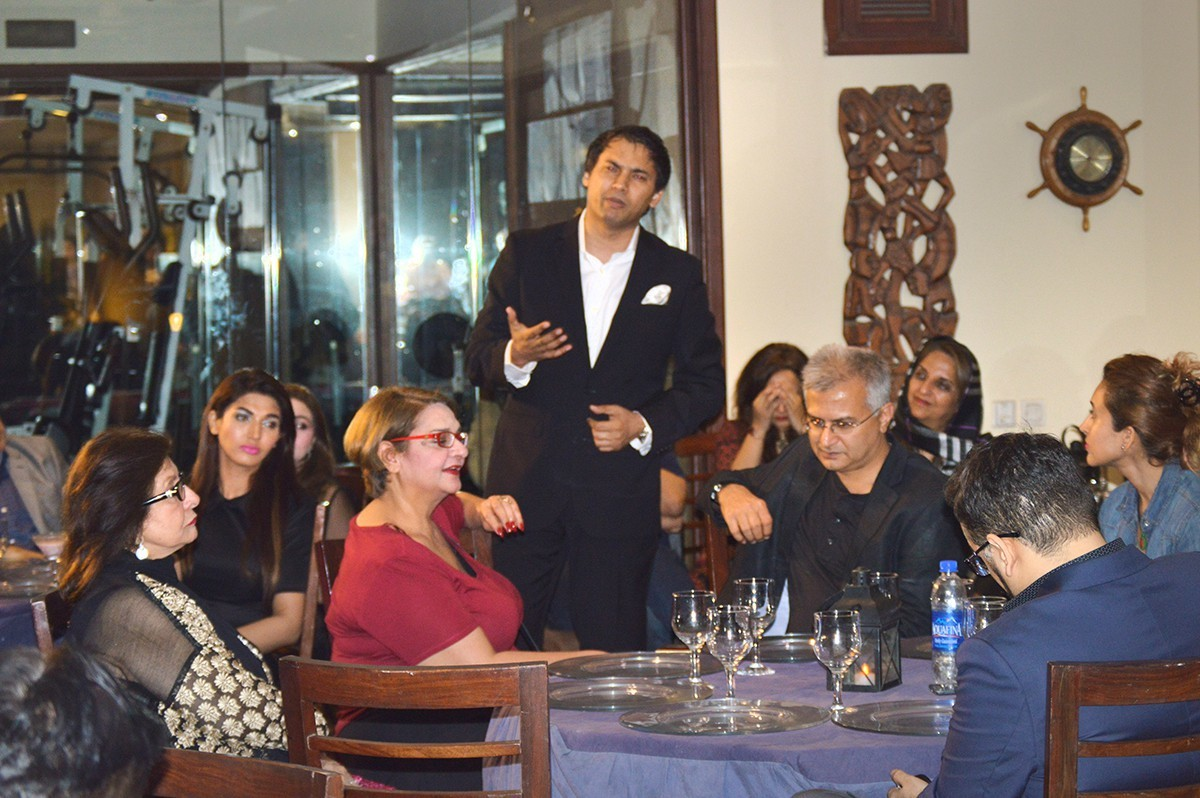 Hashim Raza discusses the film guild with the fraternity at a dinner meeting