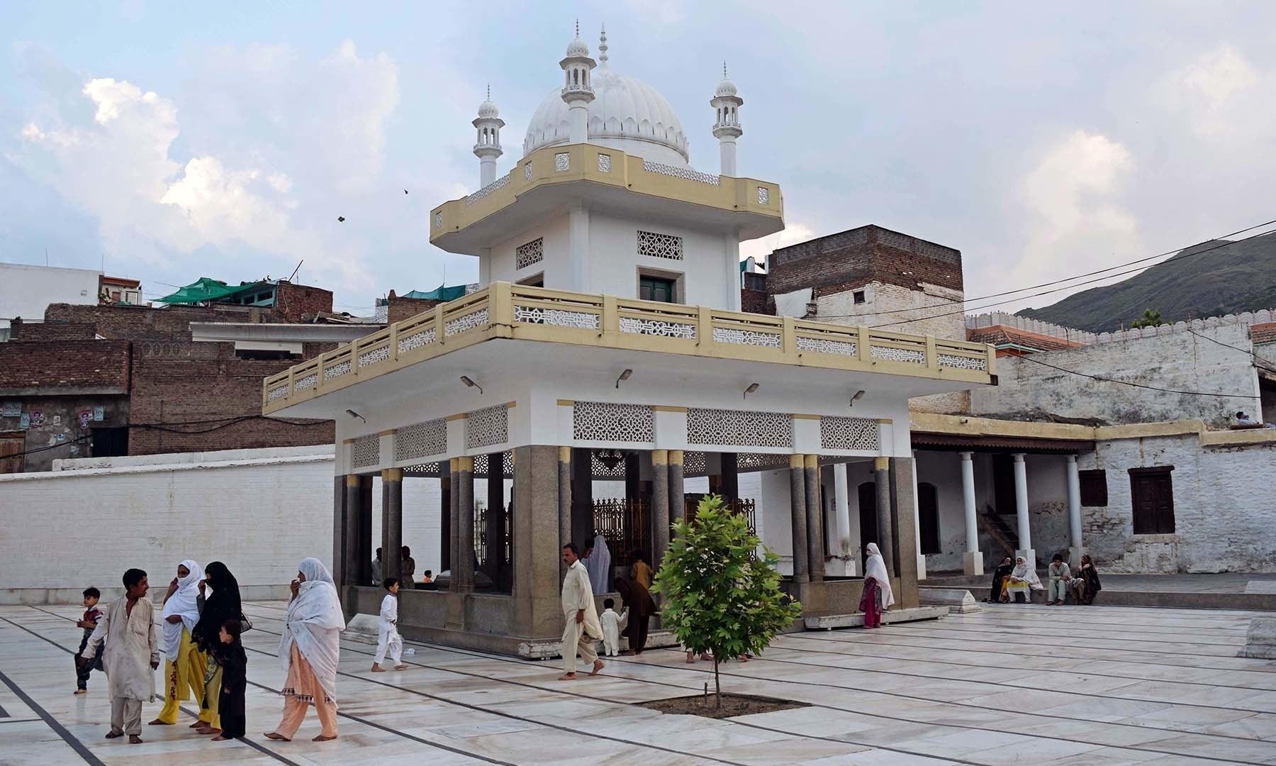 سیدو بابا مزار کا ایک منظر— فوٹو امجد علی سحاب