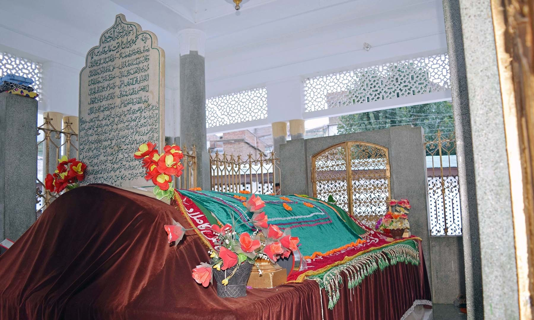 سیدو بابا کا مزار— فوٹو امجد علی سحاب