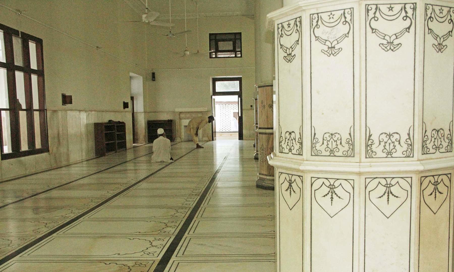 سیدو بابا مسجد جس کے اندر استعمال ہونے والا مرمر ہندوستان سے منگوایا گیا تھا— فوٹو امجد علی سحاب
