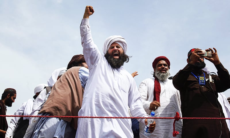 A protester belonging to the Sunni Tehreek chants slogans at the sit-in. ─ AP