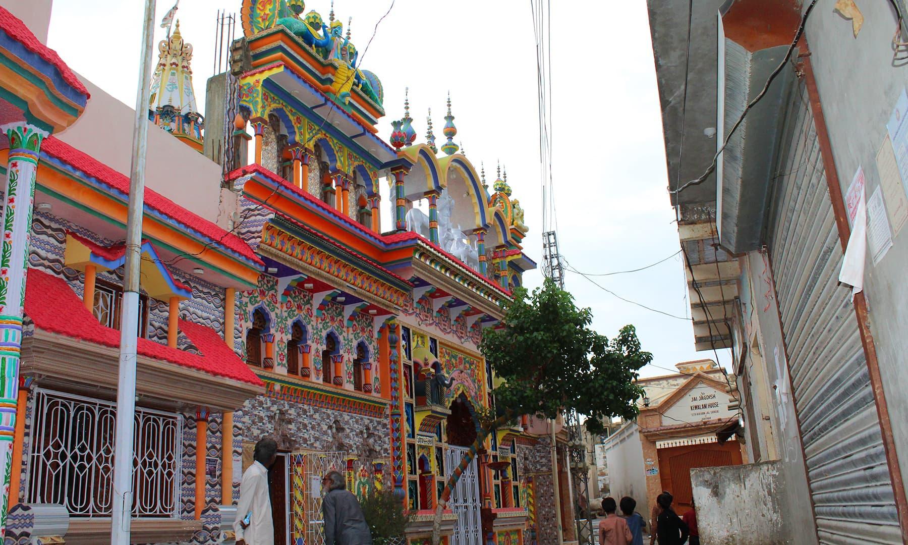مٹھی میں موجود مرلی دھر کا مندر— فوٹو اختر حفیظ۔