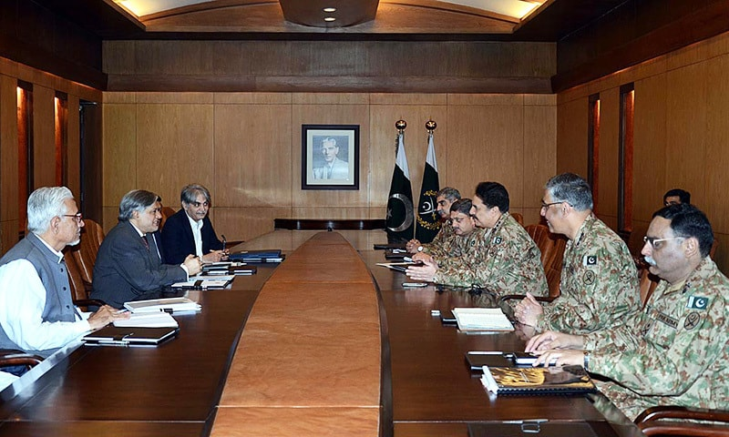 RAWALPINDI: Finance Minister Ishaq Dar and officials of his ministry discuss matters related to the army's budget at a meeting with Chief of Army Staff Gen Raheel Sharif at GHQ on Friday.—APP