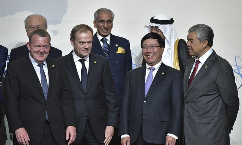 From left, front row: Denmark's Prime Minister Lars Løkke Rasmussen, European Council President Donald Tusk, Vietnam's Foreign Minister Pham Binh Minh and Malaysia's Deputy Prime Minister and Home Affairs Minister Ahmad Zahid Hamidi take part in the Nuclear Security Summit family photo at the Walter E. Washington Convention Center.─AFP