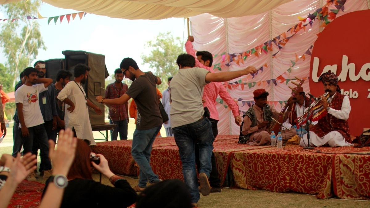 Spontaneous dance circles broke out at Lahooti Mela