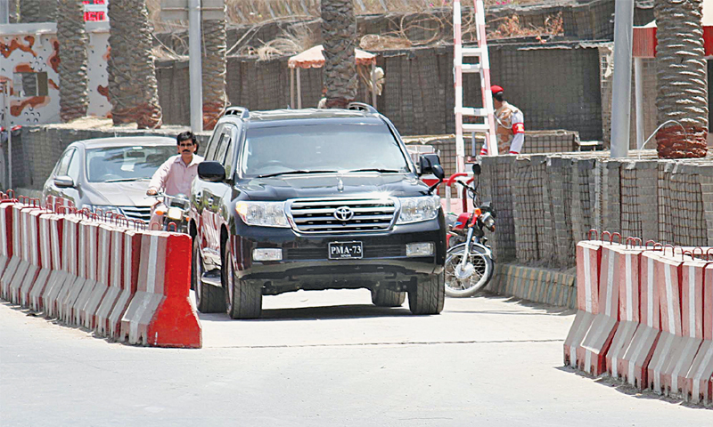 An SUV returns from the Rangers headquarters on Dr Ziaduddin Ahmed Road after dropping ex-PPP legislator Abdul Qadir Patel on Thursday.—PPI