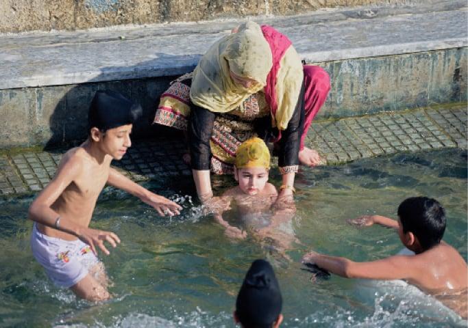 Sikh devotees celebrate birth of their religion - Pakistan ...