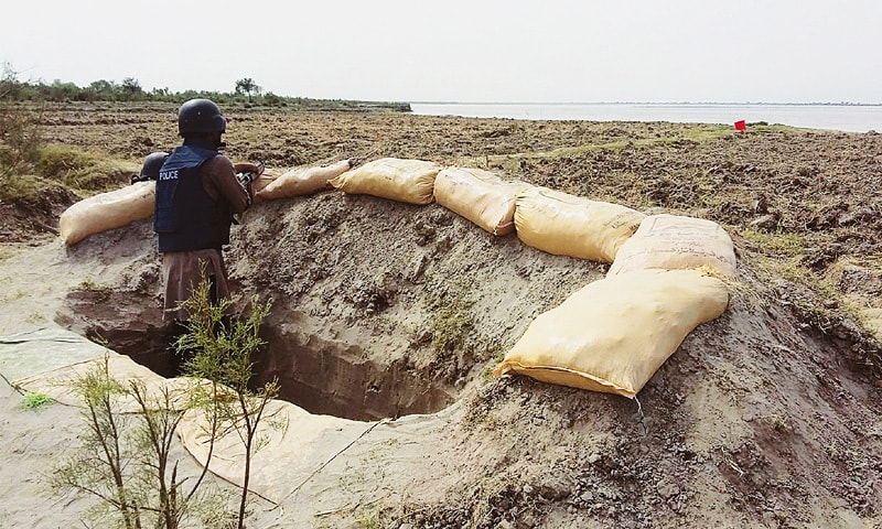 Helicopter gunships shell Rajanpur hideouts