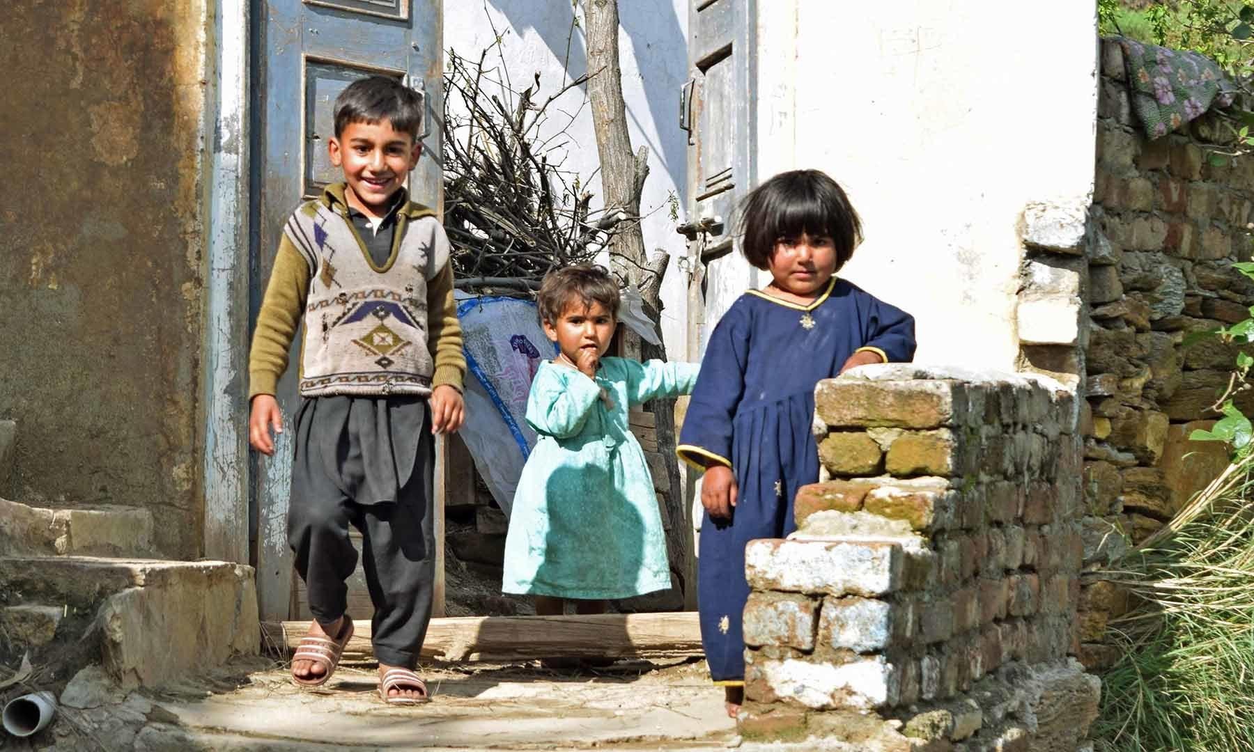 شنگرئی گاؤں۔— فوٹو امجد علی سحاب