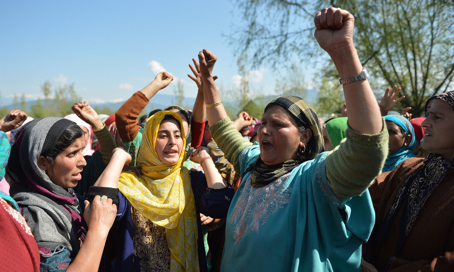 Kashmiri villagers shout pro-freedom slogans during the funeral of 70 year-old Raja Begum in Langate near Handwara.─AFP