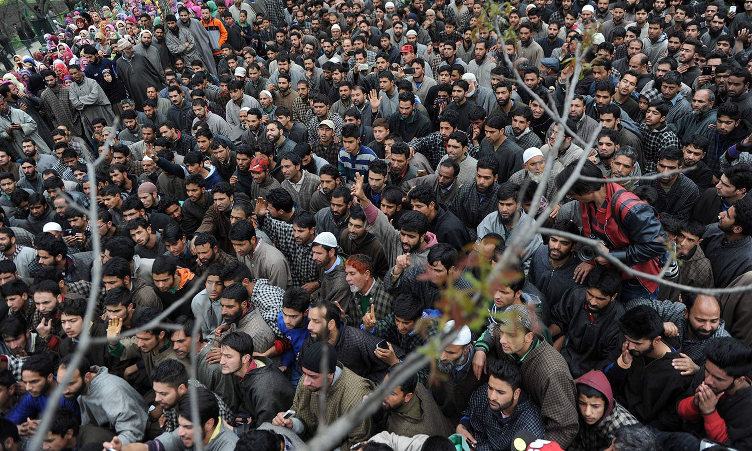 Kashmiri villagers shout pro-freedom slogans during the funeral of a freedom fighter Bilal Ahmed Bhat in the village of Karimabad in Pulwama district.─AFP