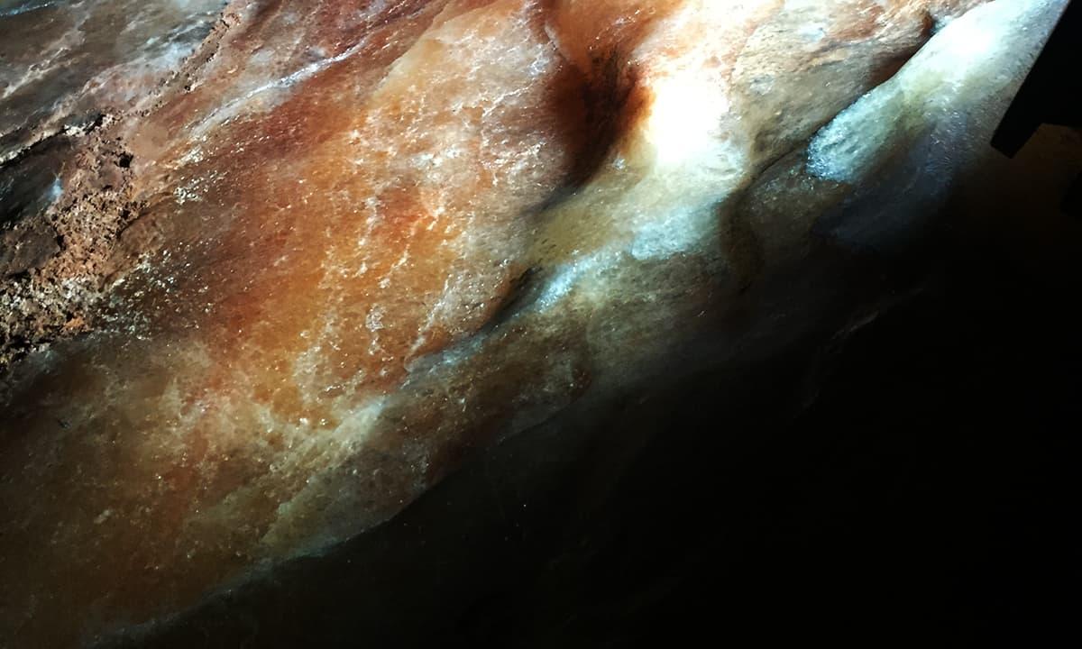 پتھروں میں چھپا خالص نمک – تصویر نوید نسیم