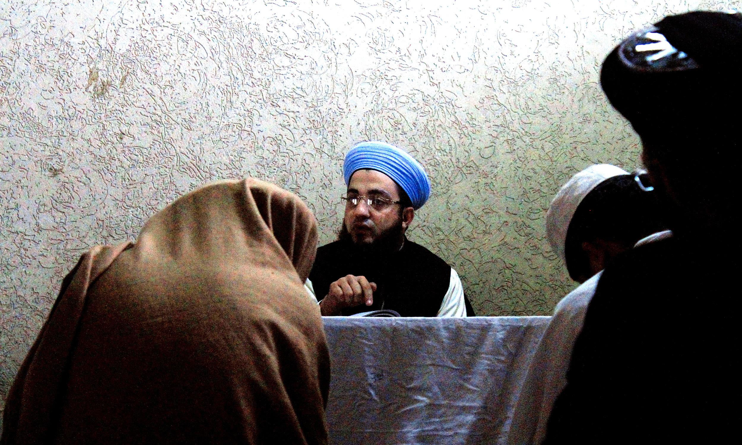A teacher taking class in Jamia Junaidiyah Ghafooriyah madrasa, Peshawar | Ghulam Dastageer