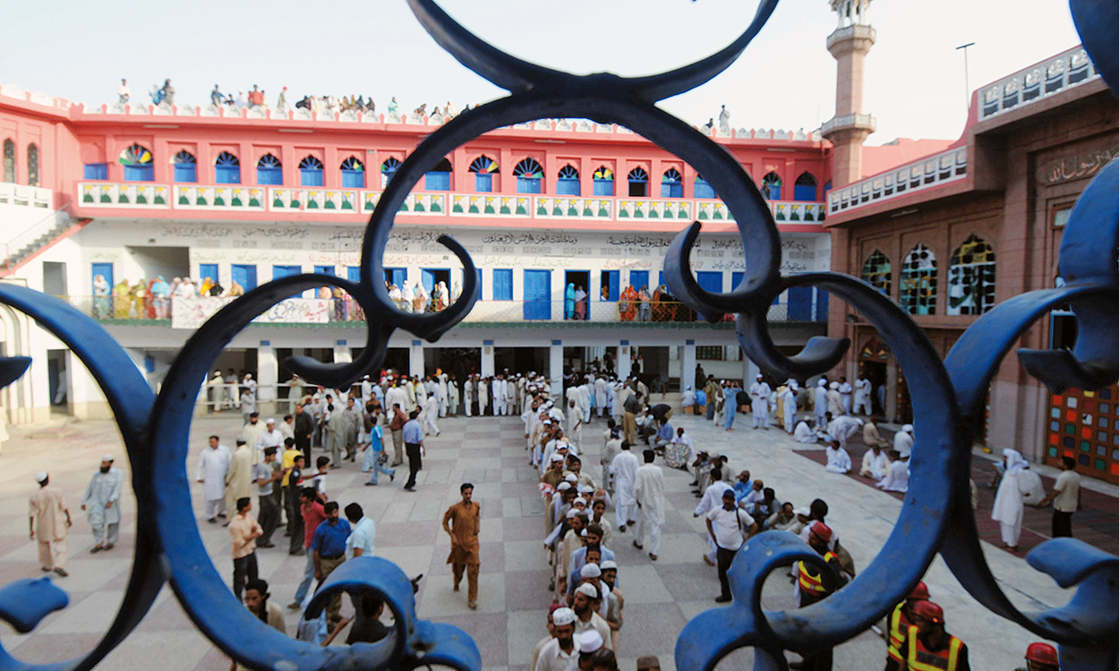 A view of Jamia Naeemia madrasa, Lahore | Arif Ali, White Star
