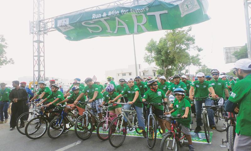 A sea of green on DHA roads - Newspaper - DAWN COM