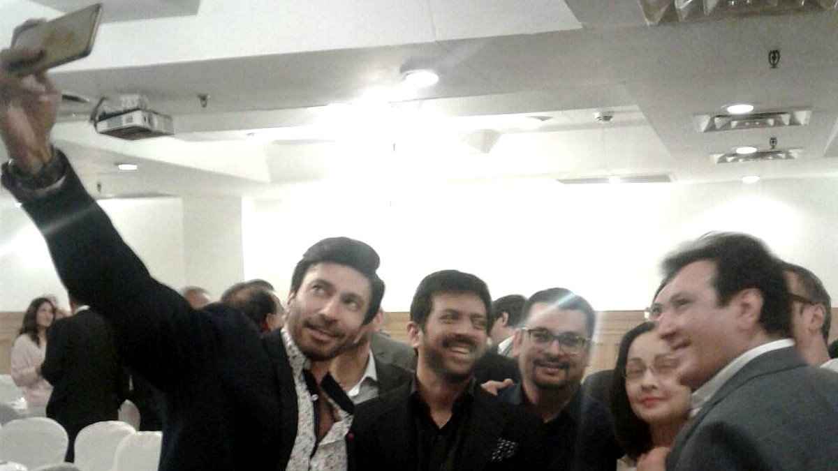 Actor Aijazz Aslam takes a selfie with Kabir, director Haseeb Hasan, veteran actors Zeba Bakhtiar and Javed Sheikh