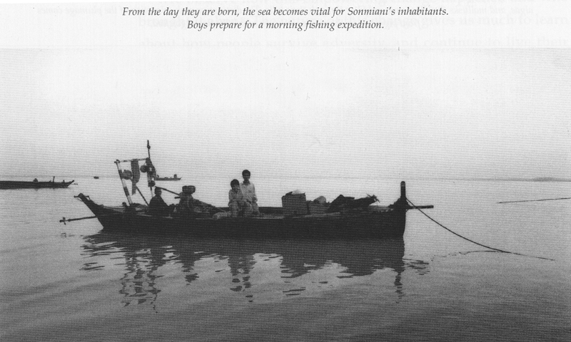 Early morning fishing in Sonmiani. — Photo from the book