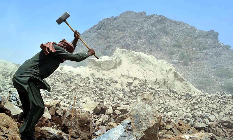 مزدور کی کم سے کم تنخواہ 20 ہزار روپے رکھی گئی ہے—اے پی پی