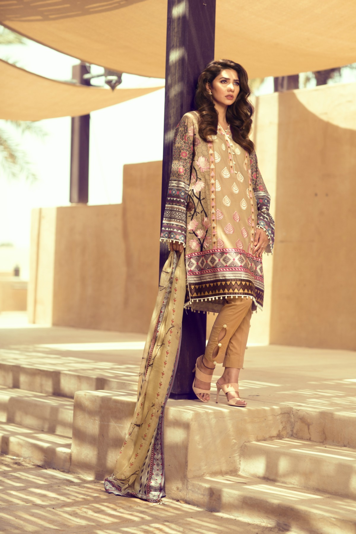 "Mahira's verdict on Feeha's lawn? ""I love them!"""