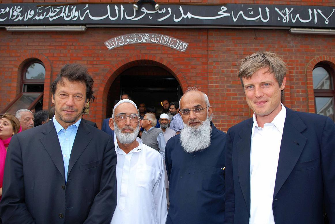 Outside the Islamic Cultural Centre (Left to Right) Imran Khan, Hajee Mohammed Rafiq, Rashid Laher and Zac Goldsmith | Ben Mole