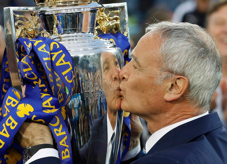 Leicester City manager Claudio Ranieri kisses the Premier League trophy. — AP