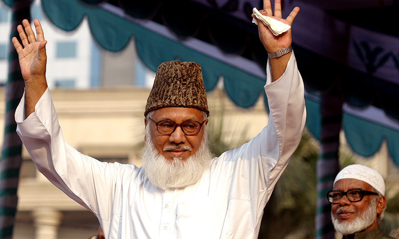 Moulana Motiur Rahman Nizami, chief of the Jamaat-e-Islami, Bangladesh's biggest Islamic Political Party and an alliance of the ruling Bangladesh Nationalist Party, waves to his supporters during a rally in Dhaka February 11, 2006.─Reuters/File