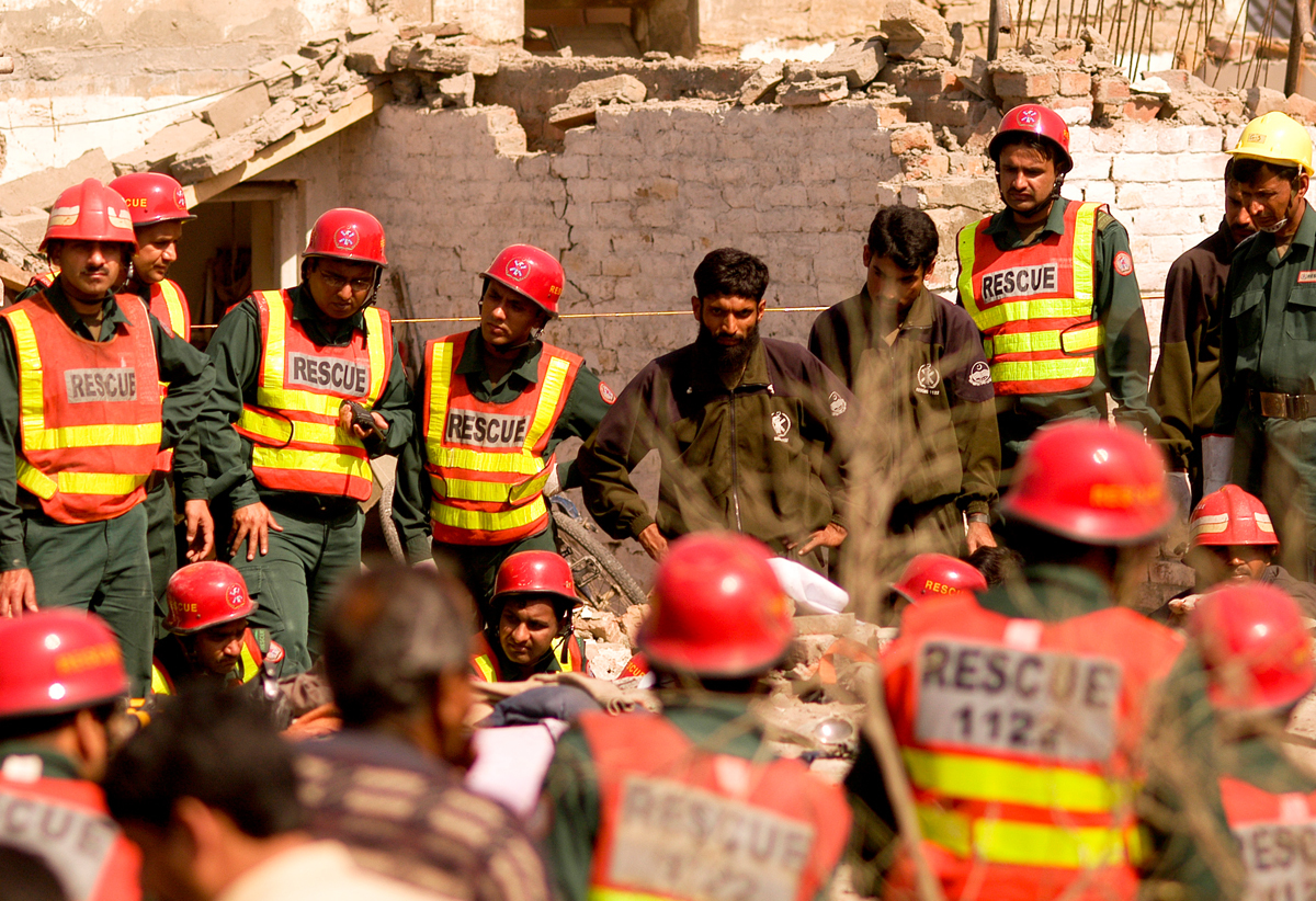 Rescue workers at the sight | Saad Sarfaraz