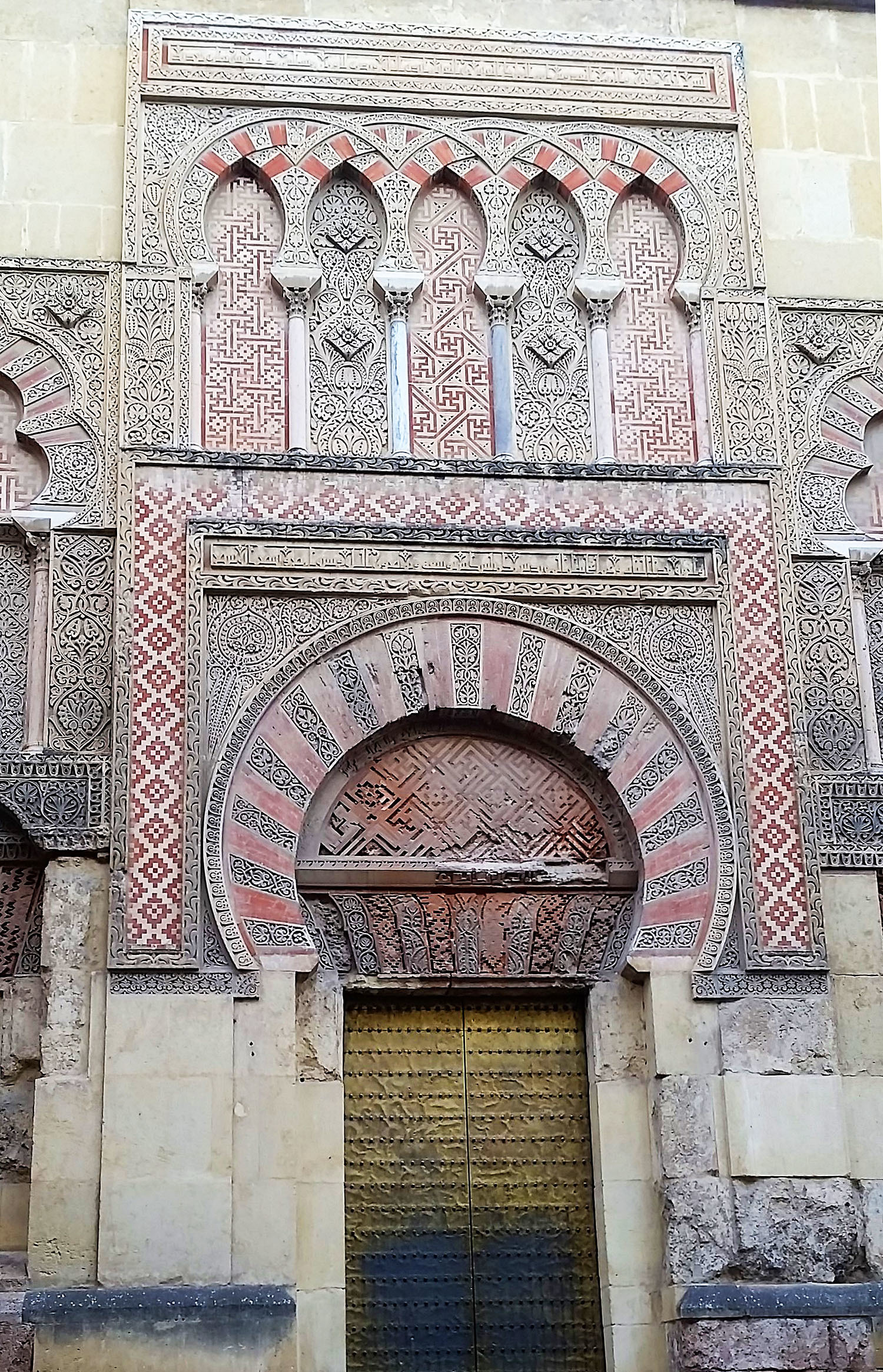 A view of a door to the mosque.