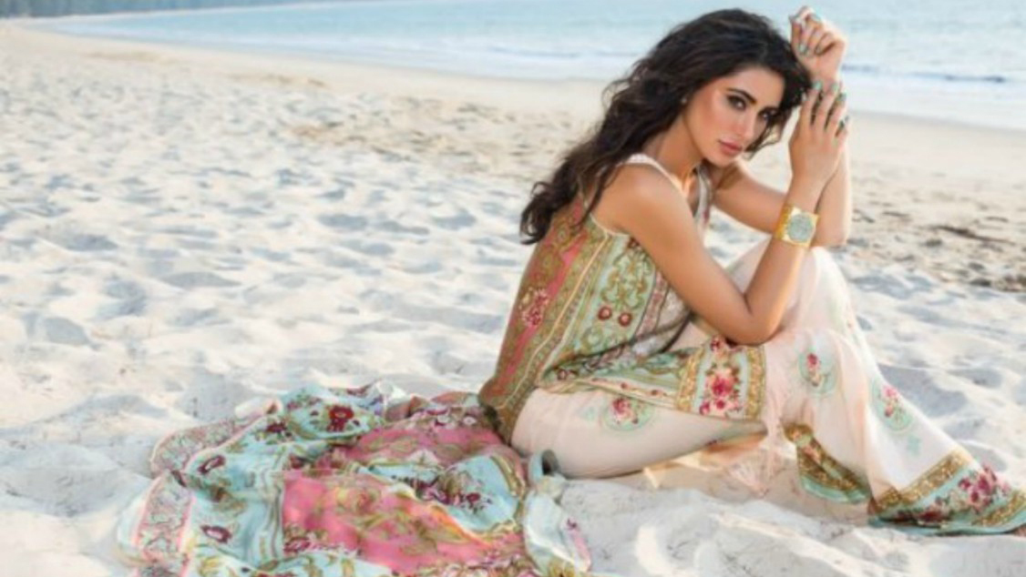 Just chillin' on the beach, in Shehla Chatoor lawn