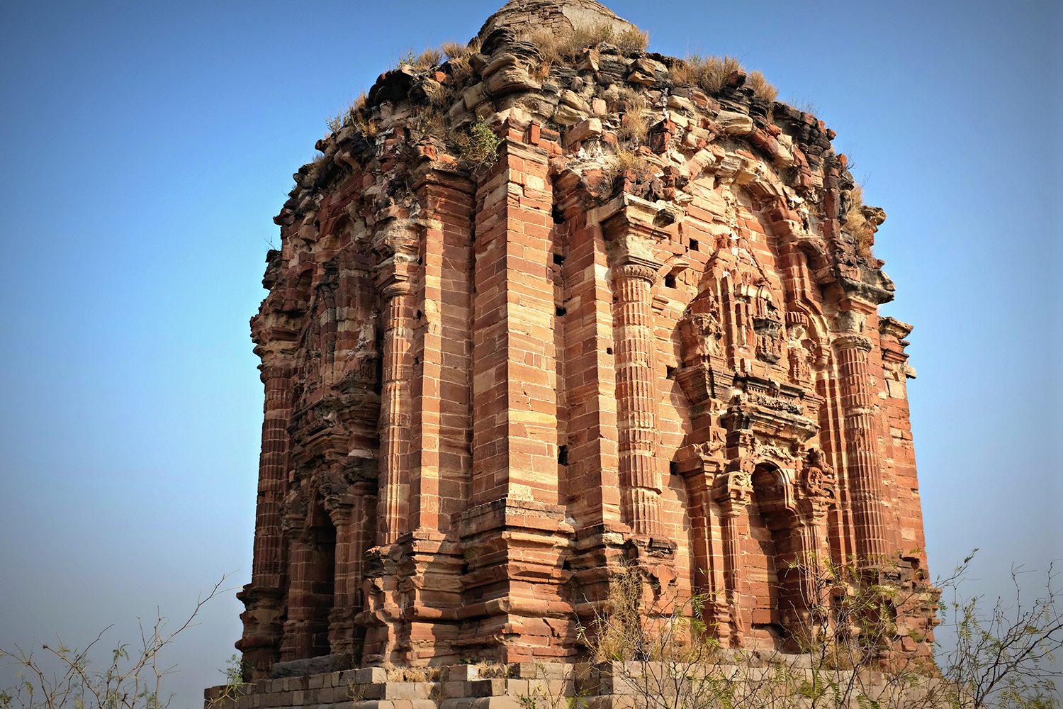 The temples in Malot are built using red sandstone and follow Kashmiri traditions.