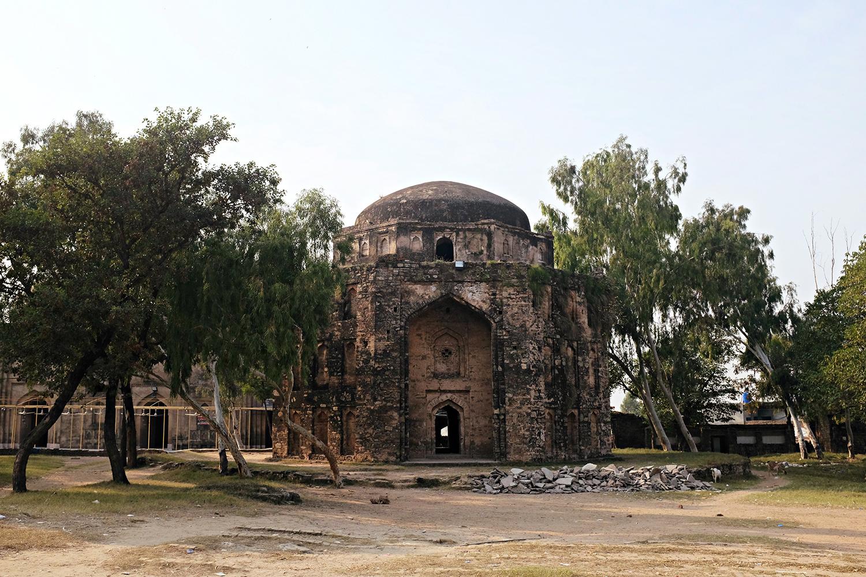 The mausoleum inside Rawat fort.