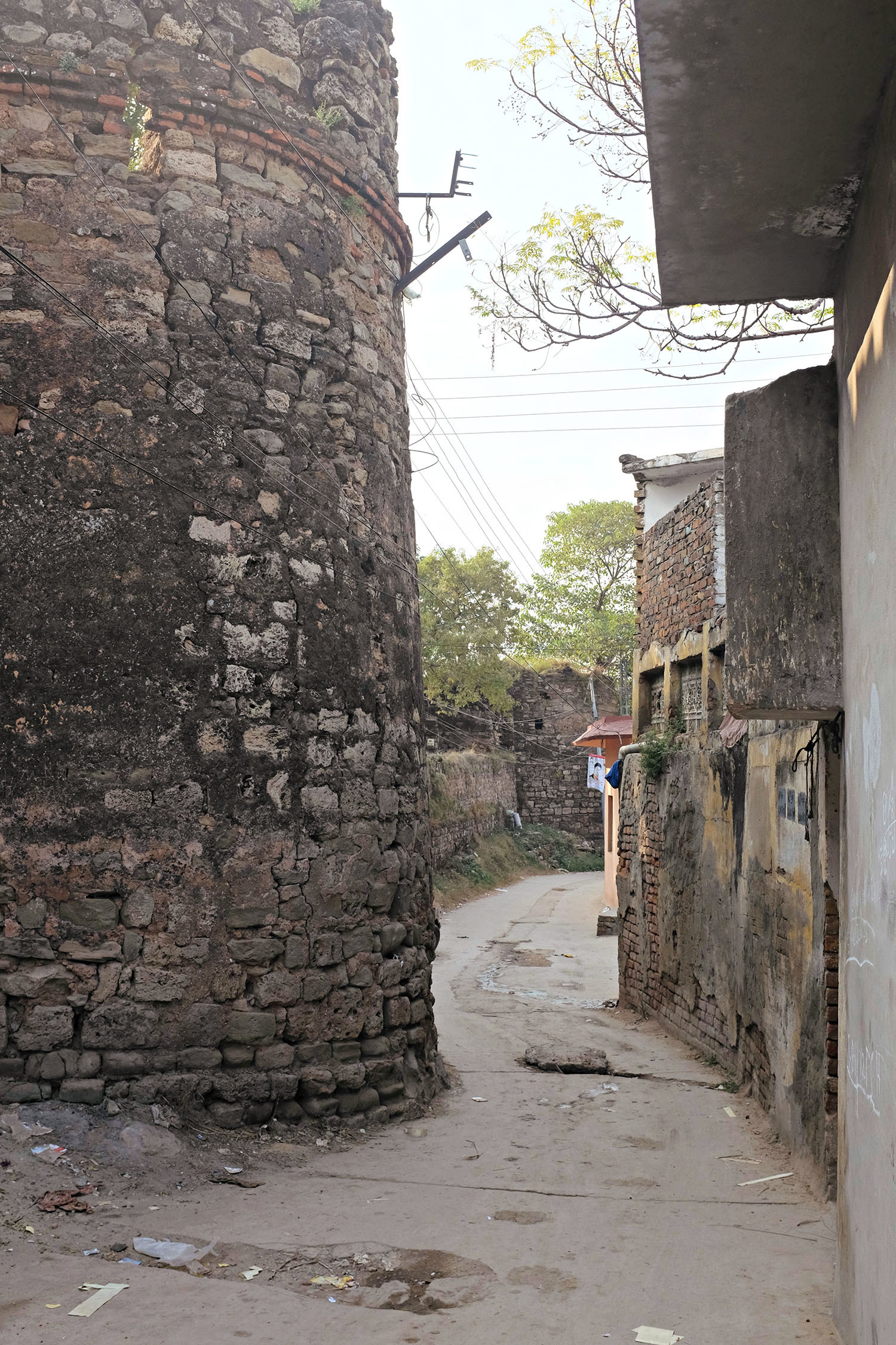 Today, Rawat fort is sorrounded by houses from all sides.