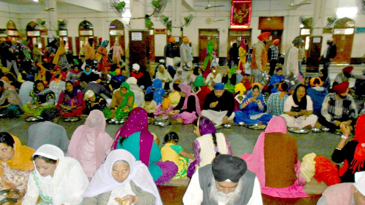 As many as a hundred thousand people visiting Haramandir Sahib have free food round the clock