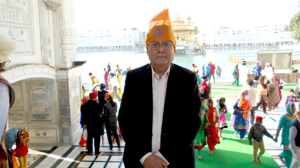 With the covering of head being compulsory on the premises of the holy shrine, I covered my head with a handkerchief